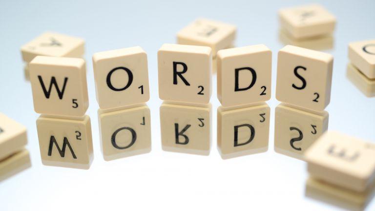 Warum uns mit dem Alter Wörter schlechter einfallen