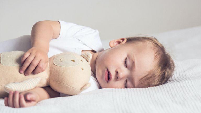 Babys beim Schlafen auch ihr episodisches Gedächtnis aufbauen. So können sie sich nach dem Schlaf an die Details einzelner Erlebnisse erinnern.
